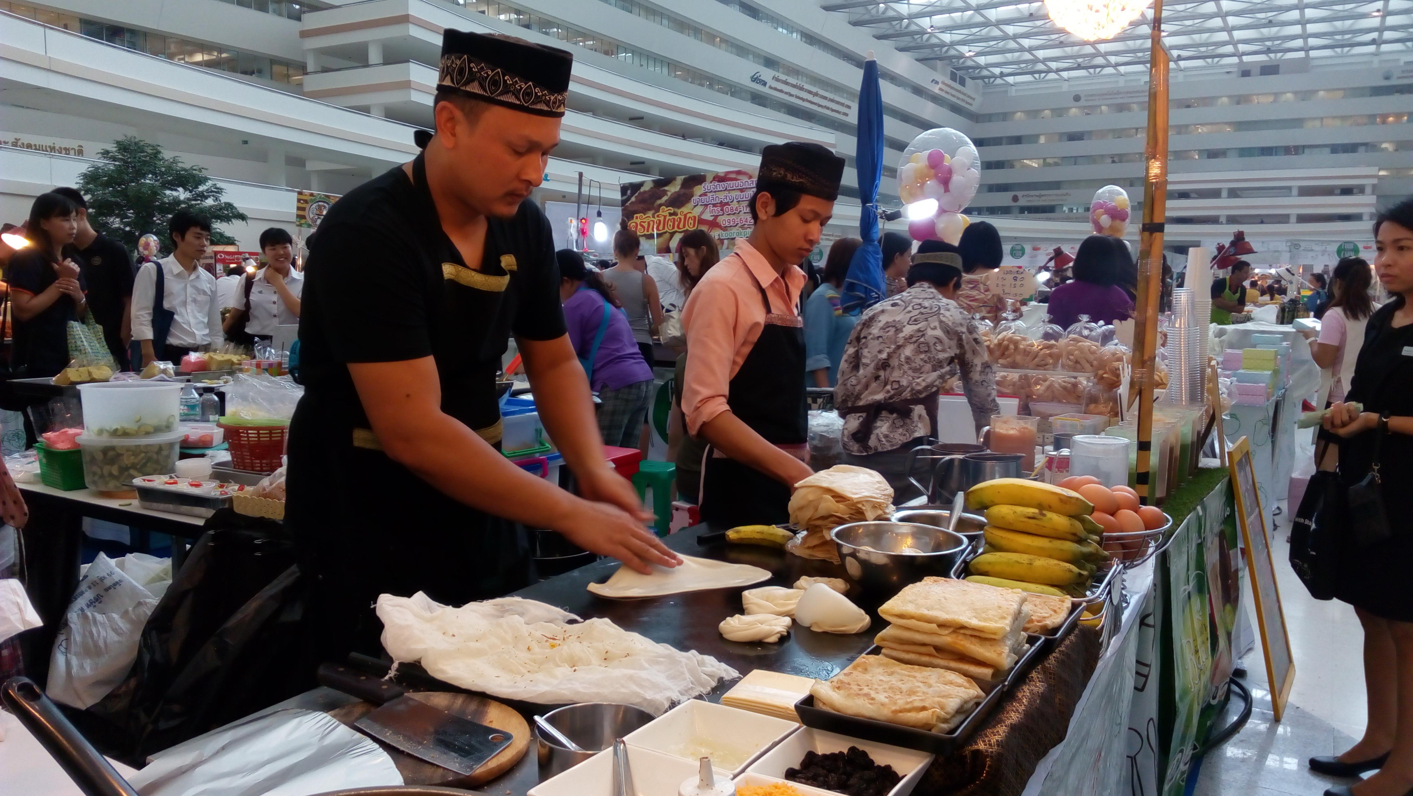 penjual rotee 1 - Beberapa Jajanan Kaki Lima di Thailand